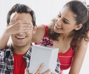 Эрчүүдэд баяраар нь ямар бэлэг өгөх вэ?
