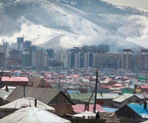 Монголчууд үнэгүй юманд нугасгүй гэж худлаа. Харин залхуу гэдэг нь үнэн