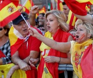 Салан тусгаарлахыг эсэргүүцсэн каталончууд Барселонад жагслаа