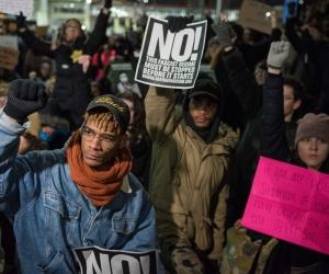 АНУ хууль бус цагаачдыг албадан гаргаж эхэллээ
