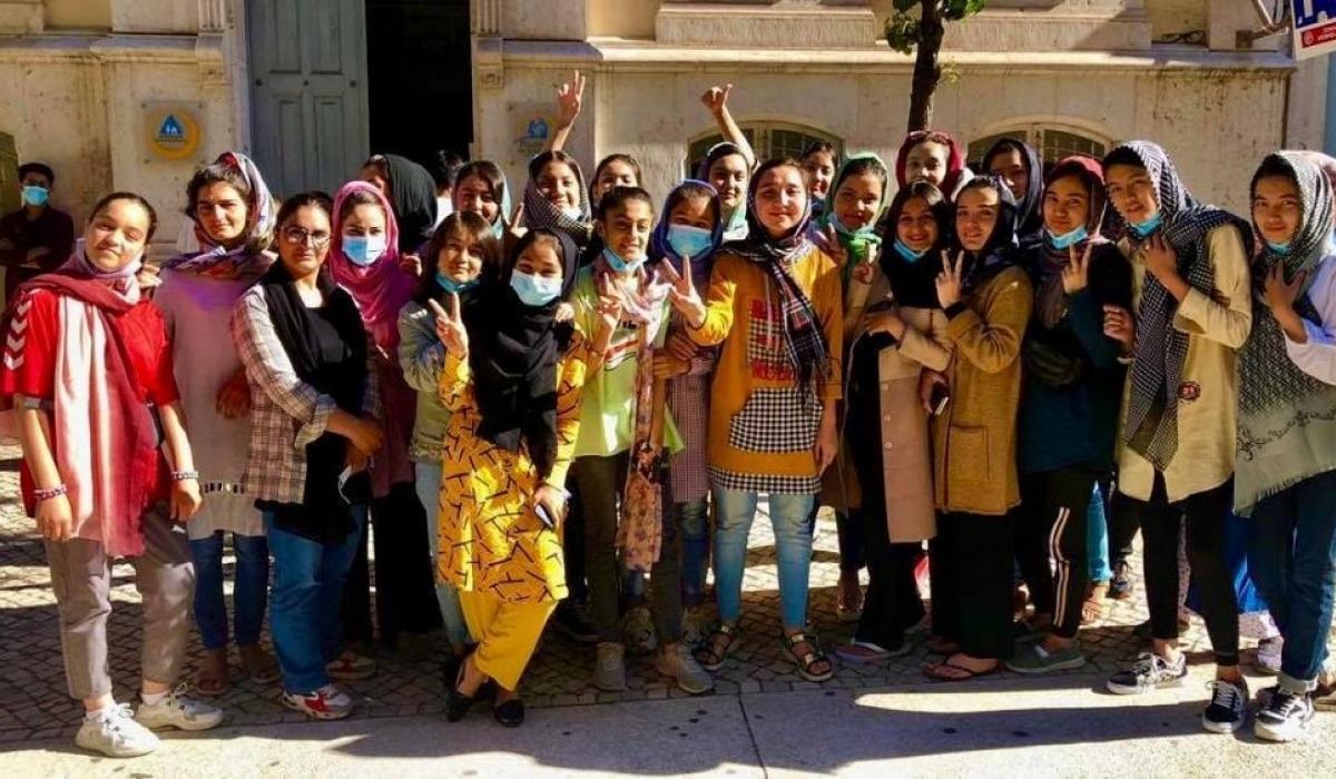 Афганистаны хөлбөмбөгийн охидын шигшээ баг Португал руу дүрвэжээ