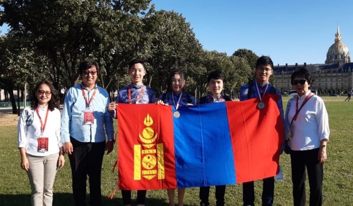 Олон улсын химийн олимпиадаас Монголын сурагчид медаль хүртлээ