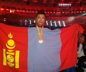 Паралимпийн хүрэл медальт Э.Содномпилжээд хоёр өрөө байр бэлэглэлээ