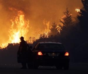 Калифорни мужид аймшигт түймэр дэгдэж, онц байдал зарлалаа