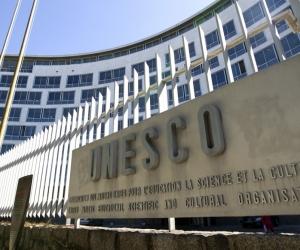 ЮНЕСКО: Бүх нийтэд анхан шатны боловсрол олгож чадахгүй