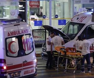 Истанбулын нисэх буудалд террорист халдлага гарч 28 хүн амиа алдлаа
