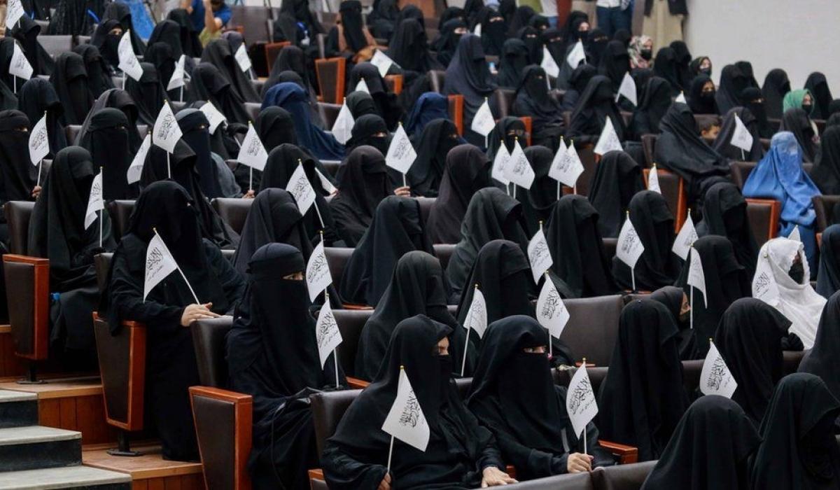Афганистанд эмэгтэйчүүдийг эрчүүдтэй хамт суралцахыг хориглолоо