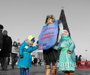 ФОТО: Ээж аавууд утааны эсрэг анх удаа жагслаа
