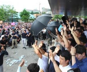 Өмнөд Солонгос: Бухимдсан иргэд Ерөнхий сайд руугаа өндөг шиджээ