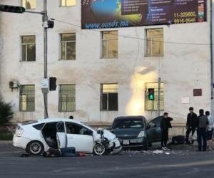 Согтуу жолооч осол гаргаж, гурван хүн гэмтжээ