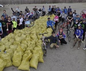 ФОТО: Дугуй сонирхогч залуус Туул голыг цэвэрлэлээ