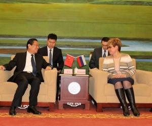 Байгалийн хязгаарын захирагч хятадуудад газар санал болголоо