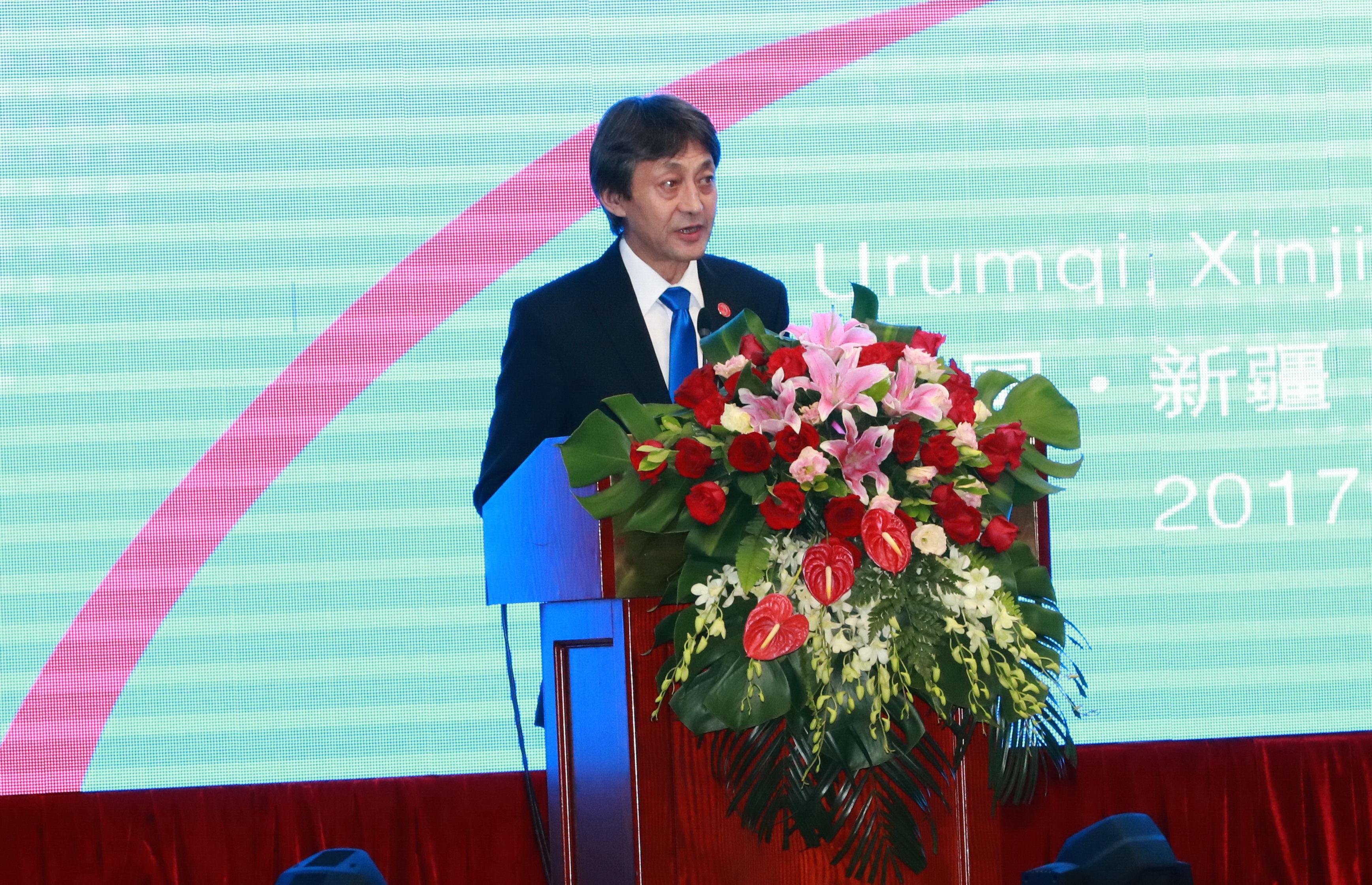 2.Төв Азийн Бүс нутгийн эдийн засгийн хамтын ажиллагааны Хүрээлэнгийн захирал С.Баяраа ёслолын ажиллагаанд оролцогчдод хандан үг хэлэв.