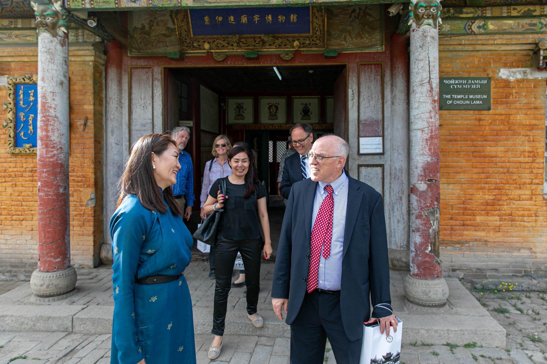 Элчин сайд Майкл Клечески Чойжин ламын сүм музейтэй танилцжээ
