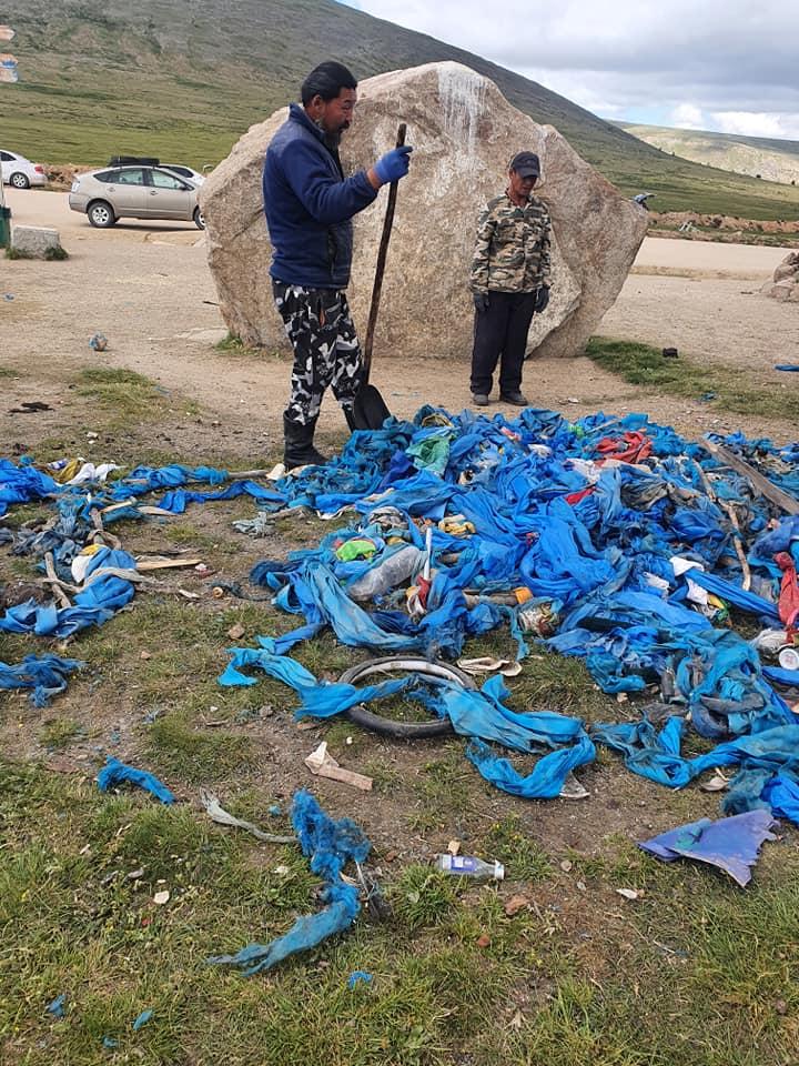 ФОТО: Солонготын давааны овоог бүрэн цэвэрлэжээ