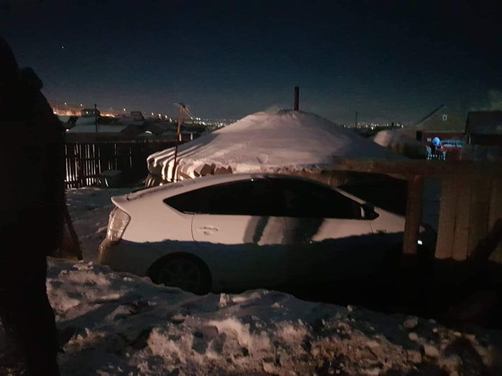 Өнгөрсөн шөнө дөрвөн иргэн согтуугаар жолоо барьж зам тээврийн осол гаргажээ