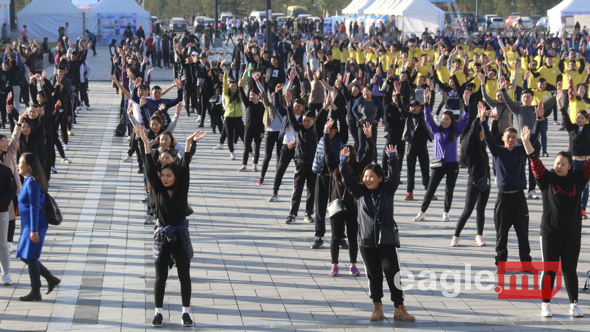 Сүхбаатарын талбайд 2000 залуу флашмоб хийлээ