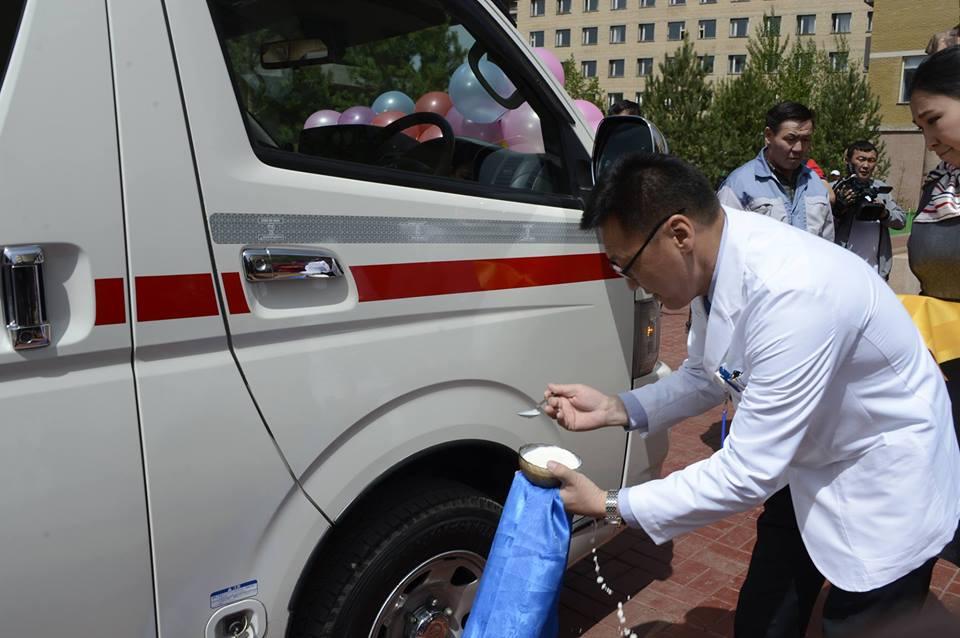 П.Цагаан III эмнэлэгт түргэн тусламжийн машин хандивлав