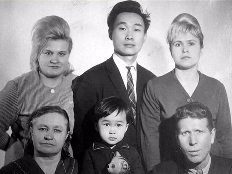 """Роберт Цой: Хүүгээ """"Од"""" байсныг нас барсных нь дараа л ойлгосон"""
