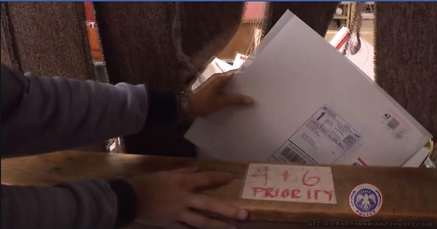 Олон улсын шуудан ашиглан хар тамхи хилээр оруулсан этгээдүүдийг илрүүлжээ