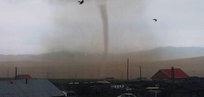 Хүчтэй аадар борооны улмаас багагүй хохирол учраад байна