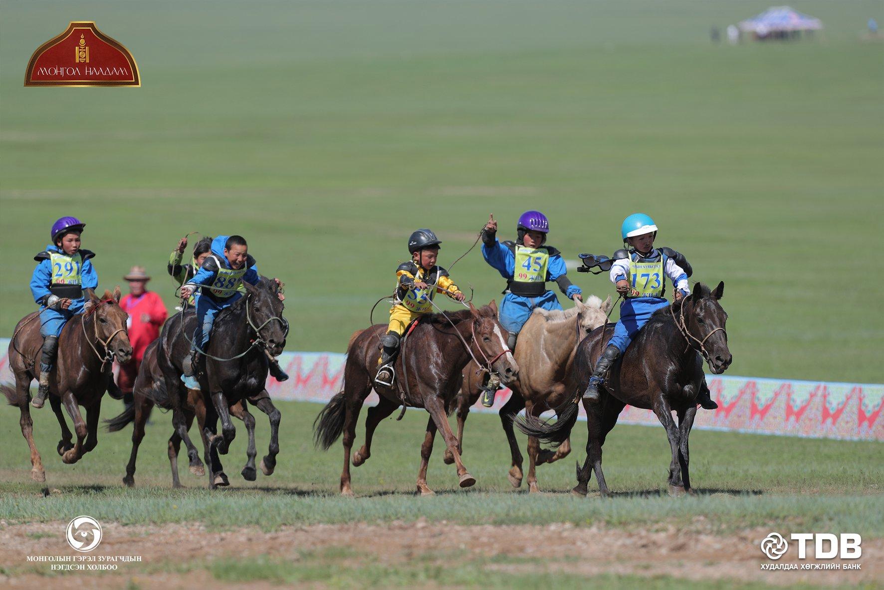 ФОТО: Соёолон насны морьдын уралдаан