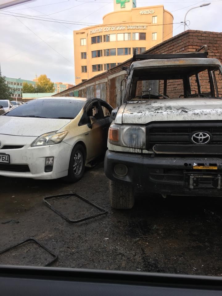 Приус-30 машины зай дэлбэрч, автомашин шатсан хэрэг гарлаа