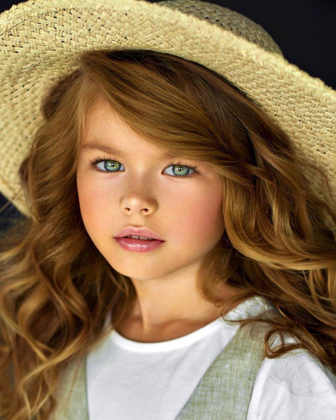 Орос охиныг дэлхийн хамгийн хөөрхөн хүүхдээр нэрлэлээ