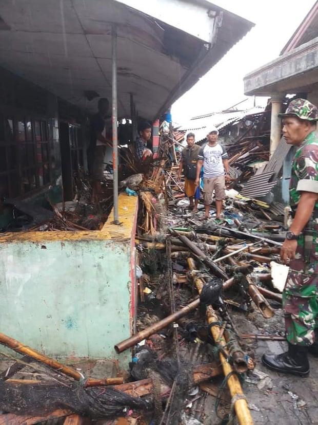 Индонезийн цунамид амиа алдагсдын тоо 281-т хүрчээ