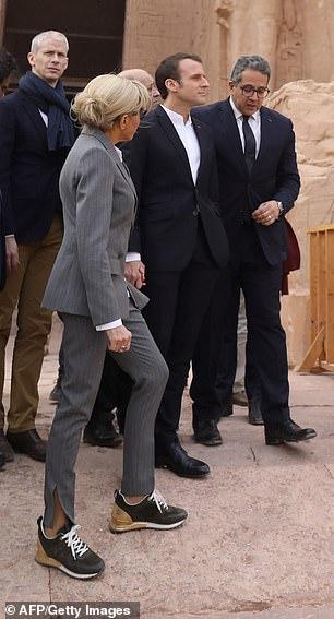 Францын тэргүүн хатагтайн хувцаслалт шүүмжлэлийн бай болов