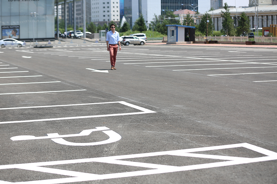 Сүхбаатарын талбай 200 автомашины төлбөргүй зогсоолтой боллоо