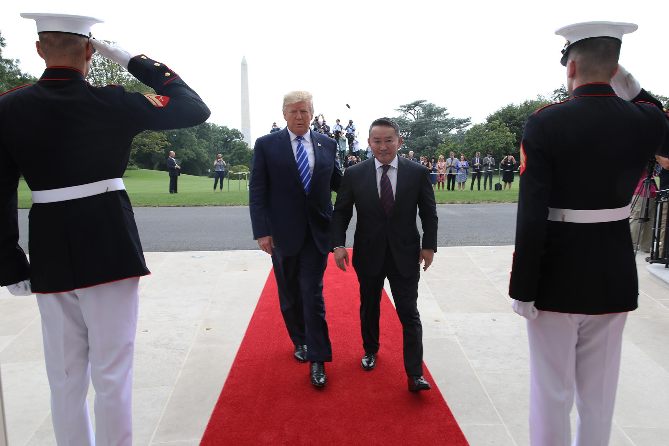 """Доналд Трамп: """"Монгол гайхалтай тэмцэгч иргэдтэй улс"""""""