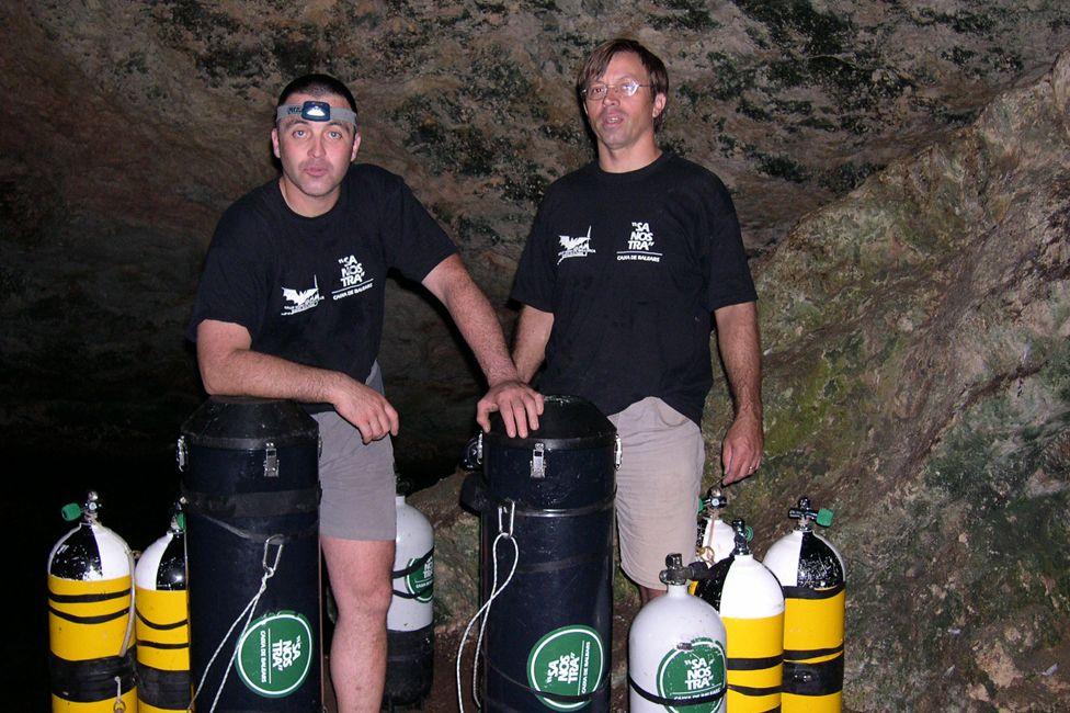 Хиско Грациа ( баруун гар талаас) найз Бернат Цламорын хамт. Олон жилийн өмнө х шумбалтын үеэр