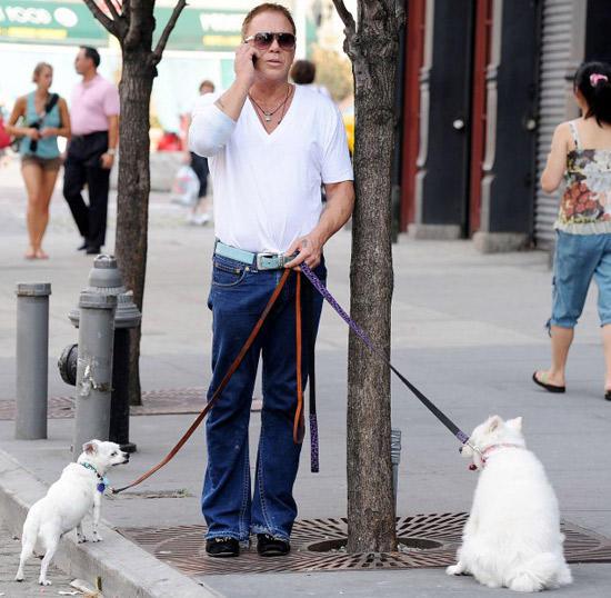 Микки Рурк: Нохойтой ярилцах нь зарим хүмүүстэй ярилцахаас дээр