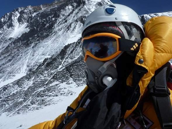 Цагаан хоолтнууд хүчтэй байдгийг батлахаар Эверестэд авирч яваад нас баржээ
