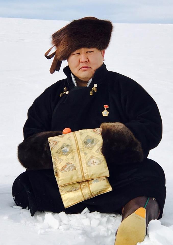 Н. гигантская шляпа Түвшинбаяр трэнд