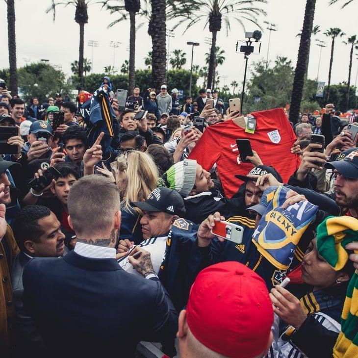 Лос Анжелест Дэвид Бекхэмийн хөшөө сүндэрлэлээ